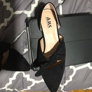 Flats with bow